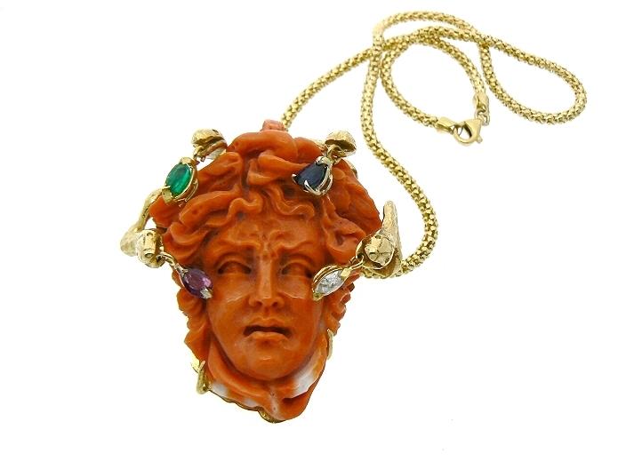 gioielli con corallo medusa ciondolo collana oro pietre