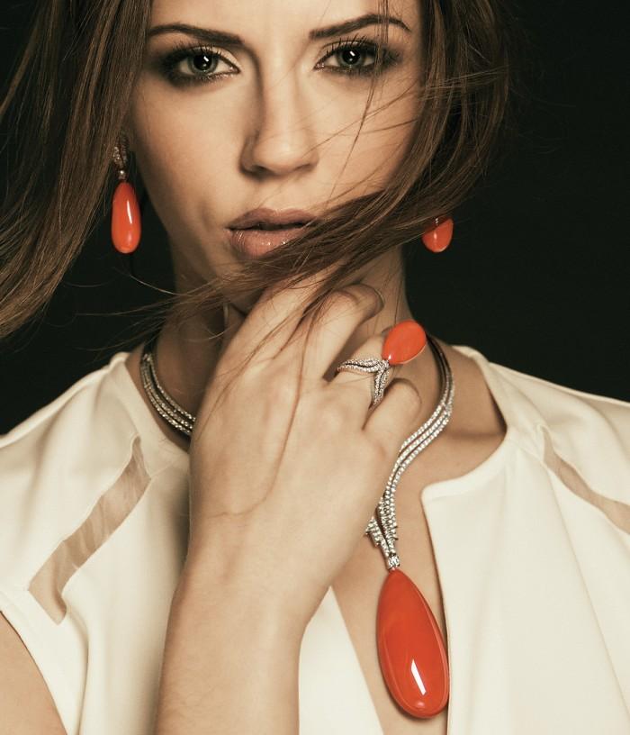 gioielli con corallo ciondolo collana anello orecchini oro bianco diamanti