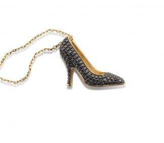 red gioielli salvatore ferragamo miniature preziose oro giallo diamanti neri