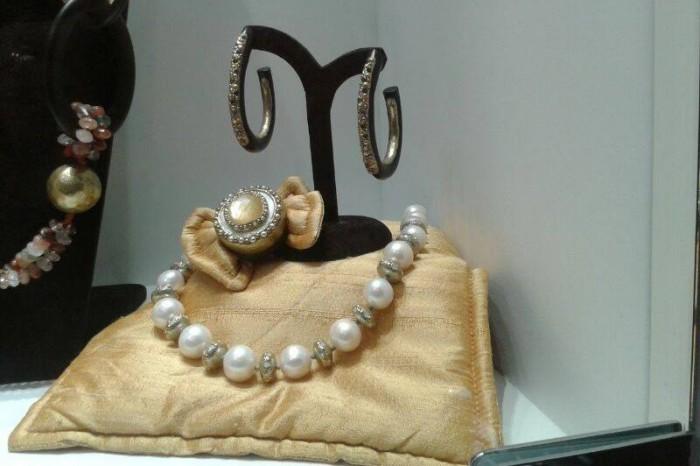 rubinia gioielli argento resina perle pietre bracciale orecchini anello collana
