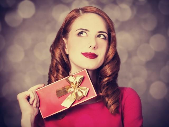 look prezioso gioielli natale vestire rosso look outfit abbinare