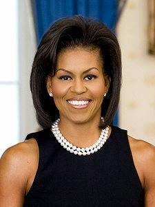 michelle obama filo di perle abito nero look prezioso collana perle