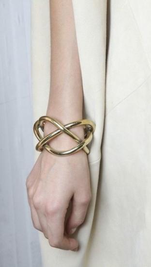 trend gioielli bracciali oro dorati maxi grandi rigido