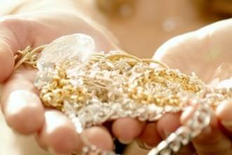 come pulire gioielli in oro lucidare orecchini bracciali collane anelli