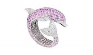 gioielli estivi marini de grisogono anello delfino zaffiri rosa diamanti