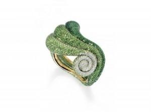 gioielli estivi marini de grisogono anello conchiglia oro diamanti tsavoriti
