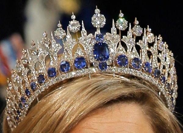 gioielli reali olandesi tiara zaffiri diamanti incoronazione regina Maxima Olanda