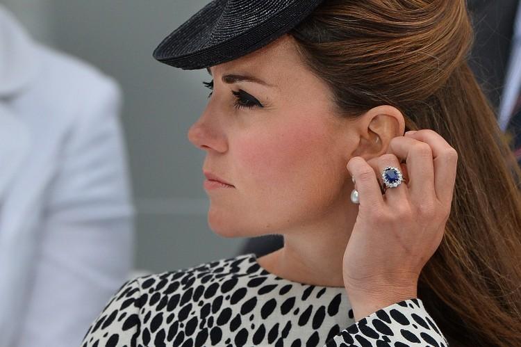 gioielli con zaffiri kate middleton anello fidandamento diamanti diana