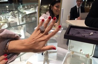 gioielli per natale parigi anello boucheron animalier porcospino oro diamanti zaffiro