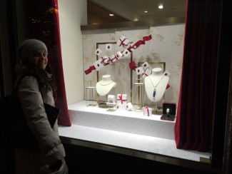 gioielli per natale parigi cartier