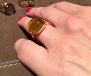 idee regalo gioielli leo pizzo anello cabochon oro quarzo fumè