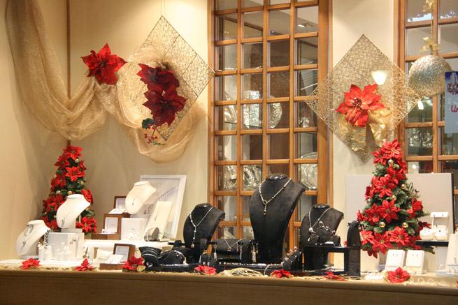 Le 10 idee regalo per i gioielli di natale molu il - Idee per vetrine primaverili ...