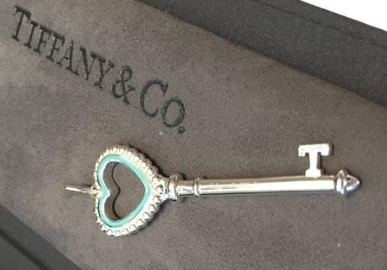 idee regalo gioielli tiffany ciondolo chiave argento smalto