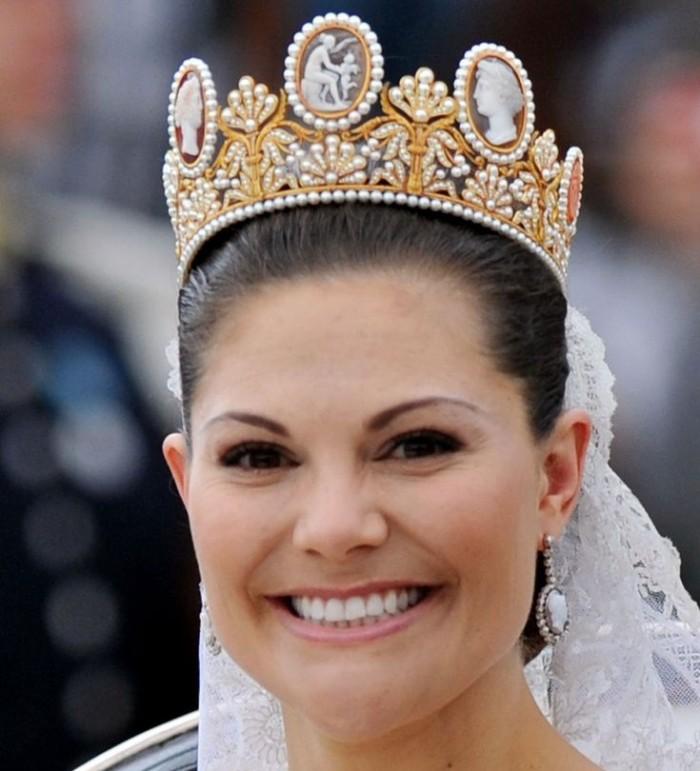 gioielli con cammeo principessa svezia vittoria matrimonio tiara cammeo orecchini gioielli sposa