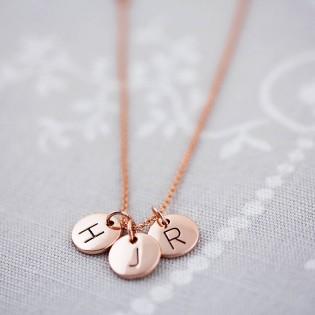 gioielli per neomamme ciondoli lettere iniziali collane