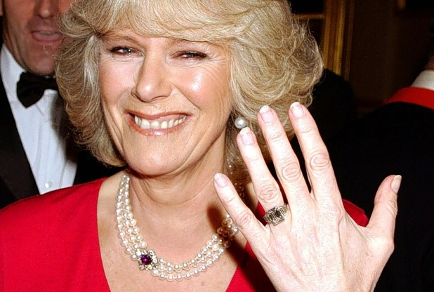 gioielli reali inglesi anello fidanzamento camilla diamante solitario
