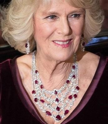 gioielli reali inglesi camilla duchessa cornovaglia collana rubini diamanti orecchini