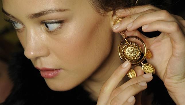 come sono fatti gioielli dorati orecchini differenza oro