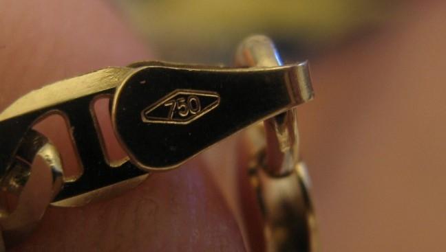 come sono fatti i gioielli dorati punzone oro 750 18k