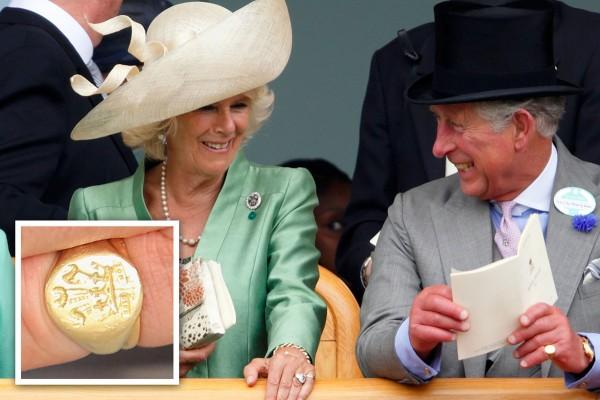 anello al mignolo chevalier principe carlo d'inghilterra oro stemma
