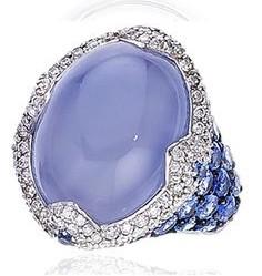 anello al mignolo chevalier calcedonio cabochon zaffiri diamanti