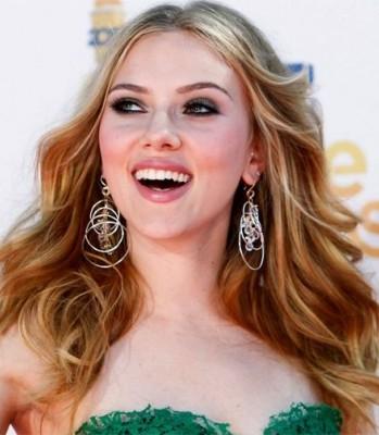 Scarlett-Johansson-donna estate orecchini oro bianco